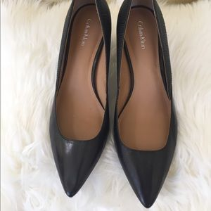 Calvin Klein size 6 Ladies leather black pumps